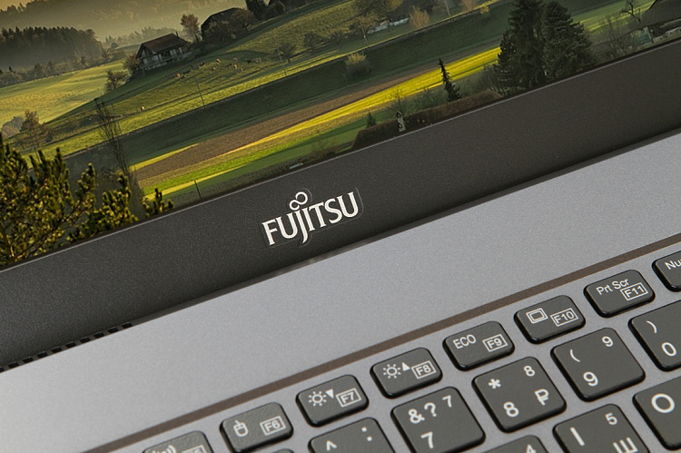 Ноутбук Fujitsu LIFEBOOK U938 black, Full HD IPS Touch Glare + порт-репликатор Type-C KIT Fujitsu LKN:U9380M0008RU/20GB/WIN10PRO